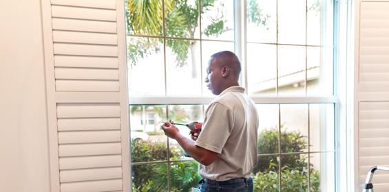 Window Replacement Worker